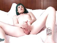 Naomi Skye is a beautiful, feminine lady who shoots an impressive load. She is especially sexy as she teases with her dirty talk just prior to blowing her load.